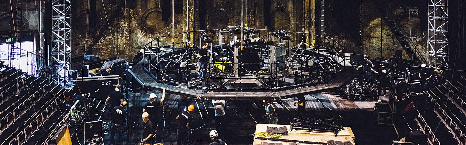 Mano Crew stagehands forbereder en Østregasværk musical